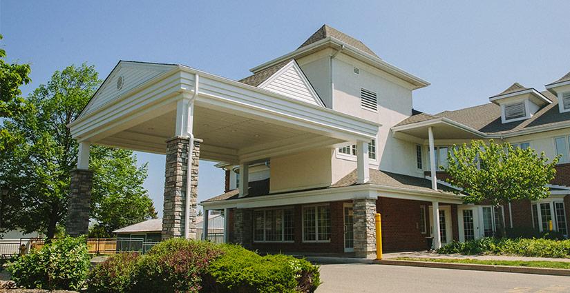 Radiant Care's Pleasant Manor exterior driveway